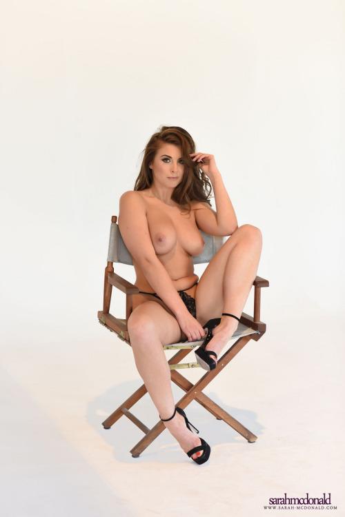 femme nue exhibe sexe dans le 76